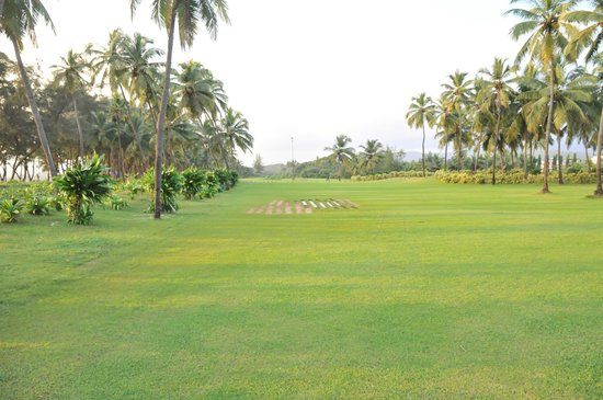The LaLiT Golf & Spa Resort Goa: The Garden