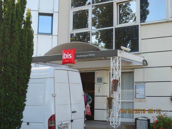 Ibis Strasbourg La Meinau: Main entrance