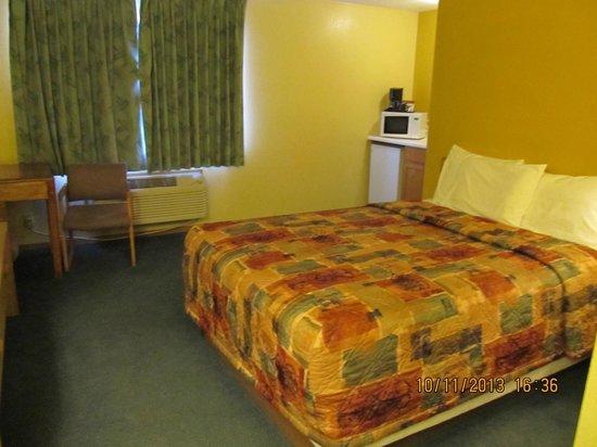 Days Inn Moab: Queen Bed