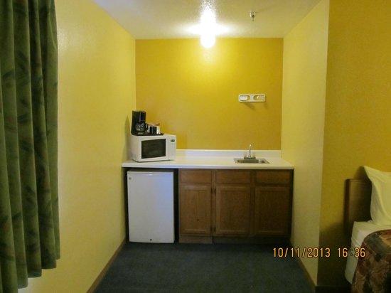 Days Inn Moab: Kitchen Area