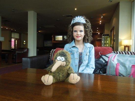 Sligo Park Hotel & Leisure Club : The Foyer with Lovely Irish Dancer