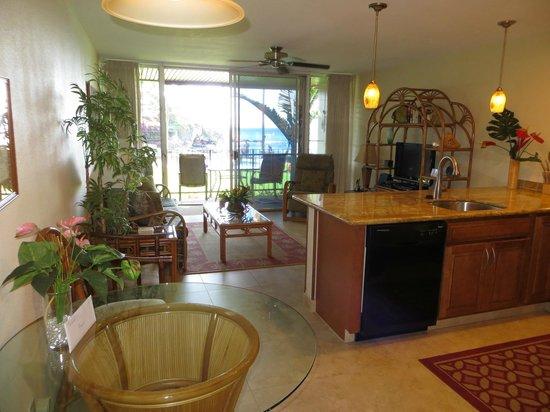 Honokeana Cove Condominiums : Living room & sliding door to Lanai/Patio - wonderful ocean view - unit 111