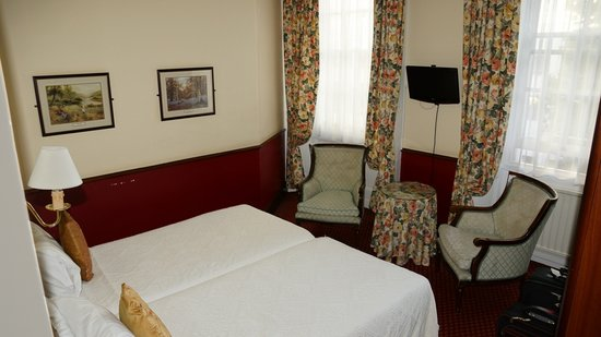 London Elizabeth Hotel: Room 221