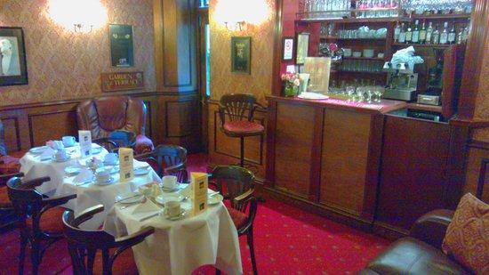 London Elizabeth Hotel: Bar