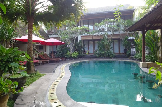 Lumbung Sari Cottages: Deluxe rooms by the poolside