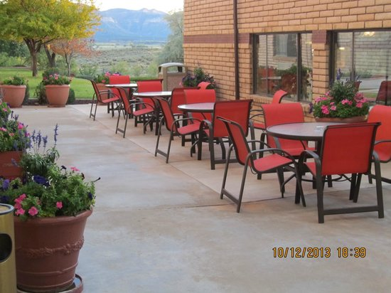 Holiday Inn Express Mesa Verde-Cortez: Outside dining
