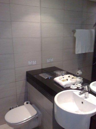Holiday Inn Express Durban - Umhlanga: bathroom