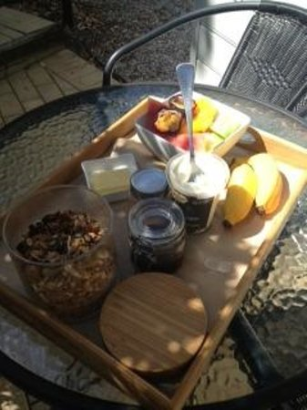 Cavvanbah Beach House: delicious breakfast delivered daily to your room