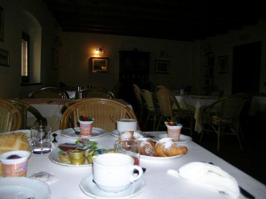 Hotel Faccioli: Завтрак
