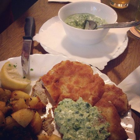 Apfelwein Wagner : Schnitzel with frankfurt green source