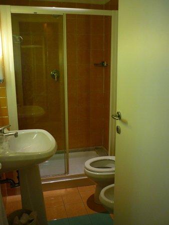 Hotel Apogia Lloyd Roma : Bathroom