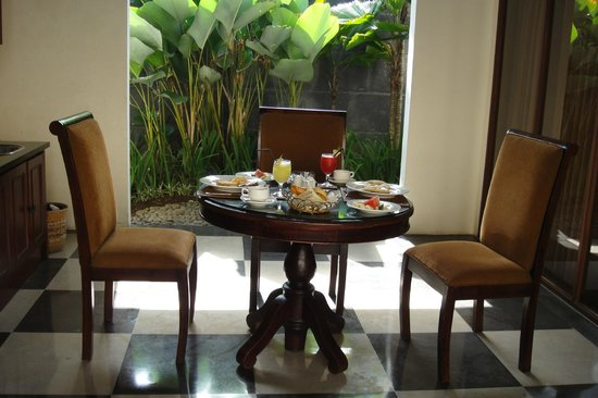 The Khayangan Villas: In Room Dining