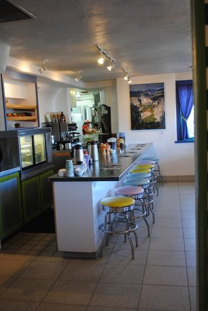 Harry's Roadhouse : Back in time– 50's feel diner area.