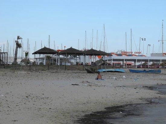 Hotel Laico Hammamet : Вид на недострой, с другой стороны- соседство с пляжем 5-ки в Тунисе..