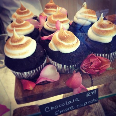 Four & Twenty: Chocolate s'more cupcakes with toasted marshmallow icing