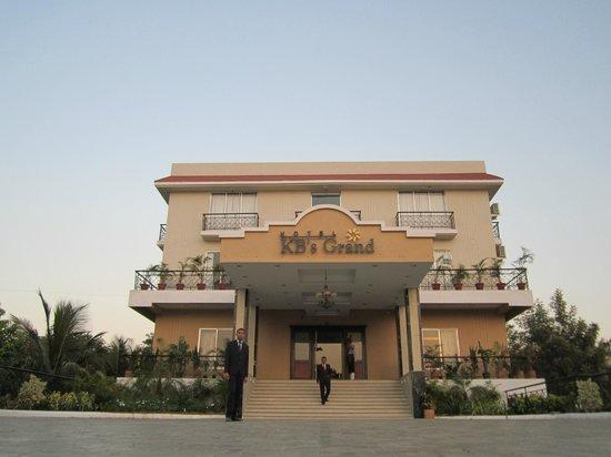 Hotel KB's Grand Shirdi: kb's grand hotel