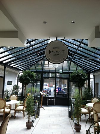 Hotel Jean Moet: The entrance