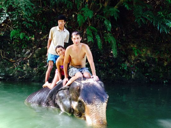 Ban Kwan Chang: Купание со слоном
