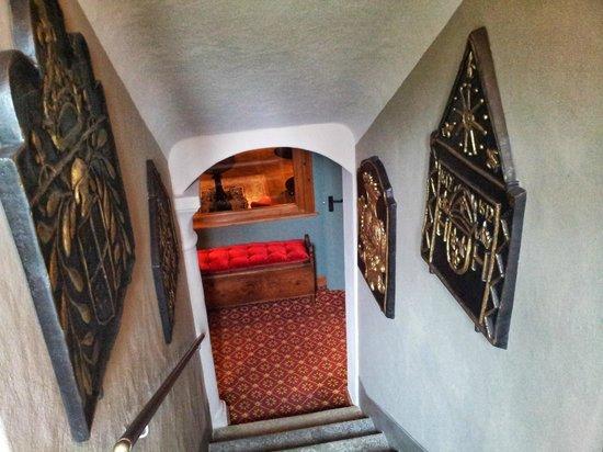Hotel Miramonti : Escaliers qui mènent aux chambres