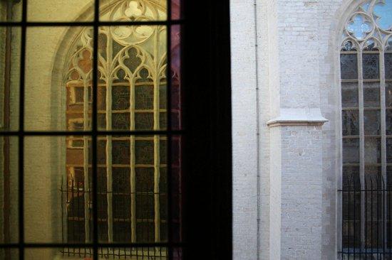 Postiljon: Вид из окна на собор