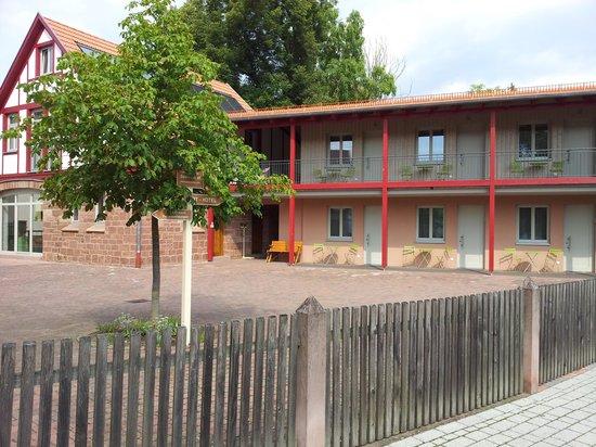 Gesindehof ART-Hotel, Maria Volkert