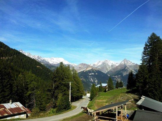 Le Gite des Tavernes: vue panoramique sur les sommets