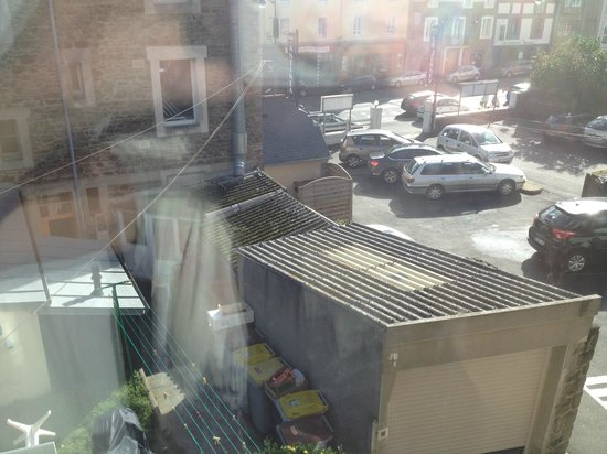 Hôtel Antinéa : vue sur cour ? vue sur poubelles !