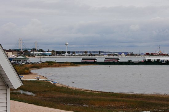 Mackinaw Beach and Bay - Inn & Suites : Room with a view