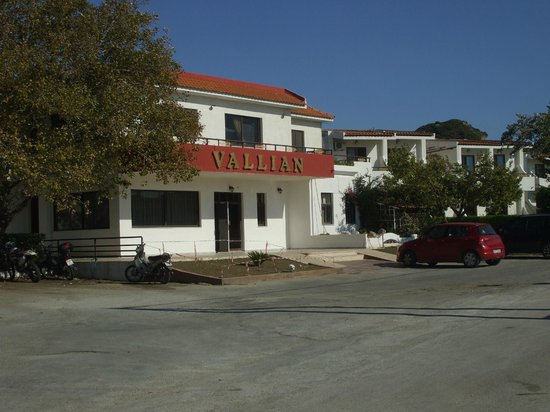 Vallian Village Hotel: Front of Hotel