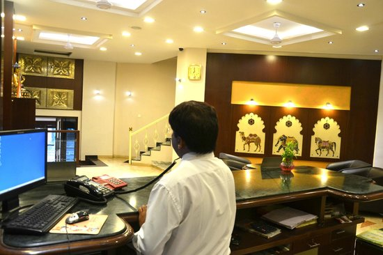 Dayal Hotel: Front Office