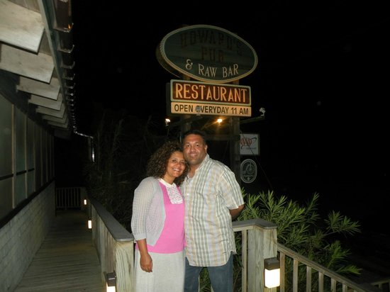 Howard's Pub: Our 20 yrs anniversary dinner was at Famous Howards Pub