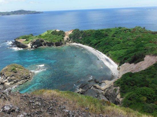 Hahajima Island: 小富士から見た南崎海岸
