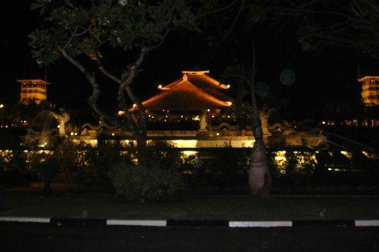 Ayodya Resort Bali: Ayodya from the Hotel Entrance