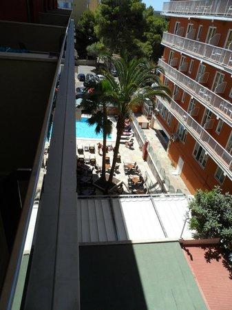 Mediterranean Bay Hotel: Vistas desde la terraza