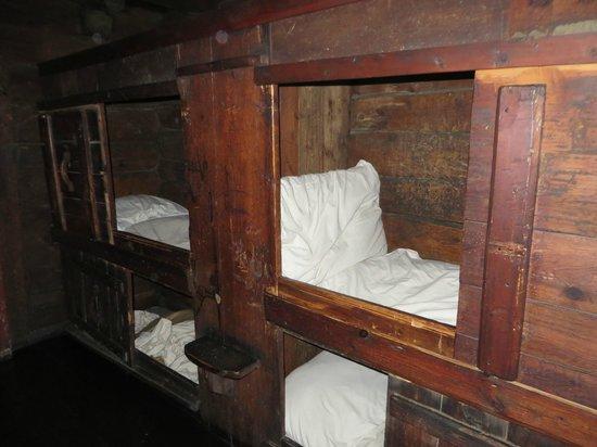 Det Hanseatiske Museum og Schoetstuene: 4 x Boys Bedrooms