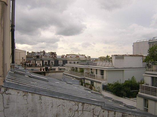 Modern Hotel Montmartre: Blick aus dem Fenster im 5. Stock über den Hinterhof