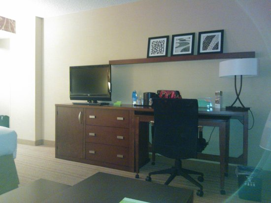 Courtyard Denver Airport: Tv, WIFI, Desk ... All you need!