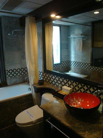 Antique Hotel: Suite bathroom