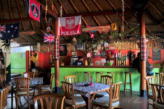 New Queen Pub & Restaurant : The bar