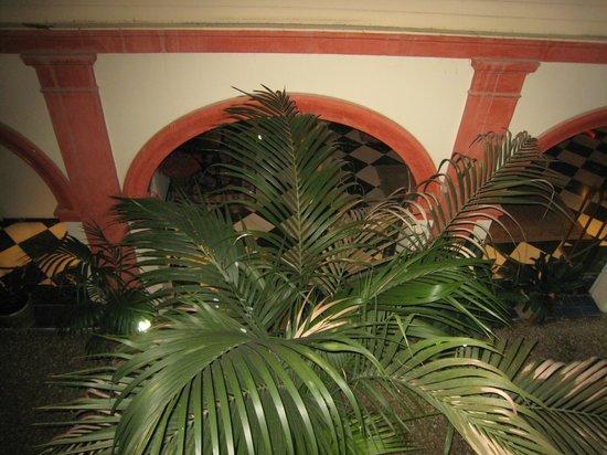 Hotel Dona Maria: vue du patio intérieur depuis la chambre