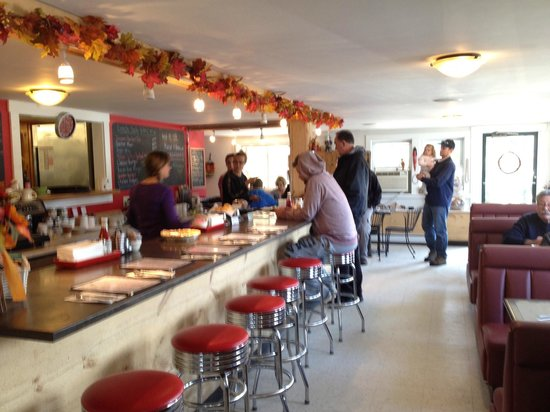 Juniper's Fare Catering and Cafe: Bright and comfortable