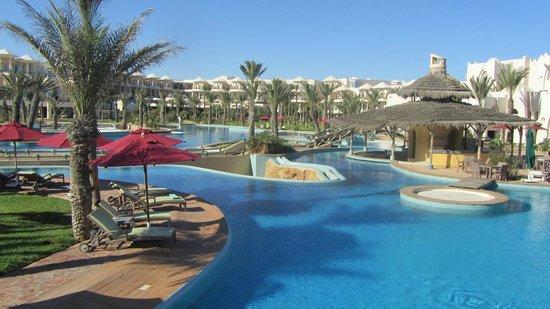 Hasdrubal Prestige Thalassa & Spa: Une petite vue d'ensemble depuis la piscine