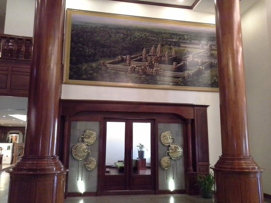 Borei Angkor Resort & Spa: Painting in hotel's lobby