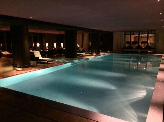 La Reserve Geneve Hotel & Spa: La piscine du Spa