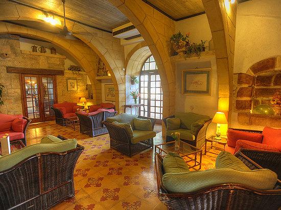 Cornucopia Hotel: Clock lounge
