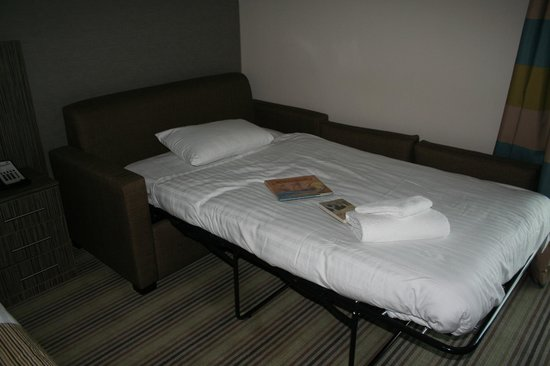 Room 214 picture of holiday inn southend southend on for Sofa bed for xmas