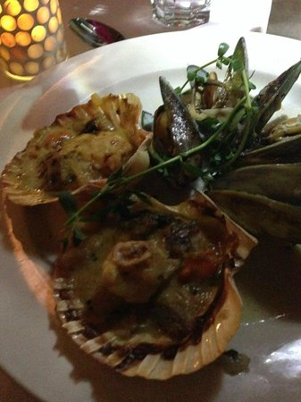 Village Cafe Restaurant & Bar : Classis French Sea Shells and Scallops