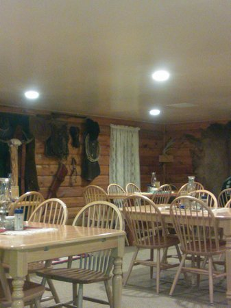 Cottonwood Steakhouse: Nice Atmosphere in Western Style