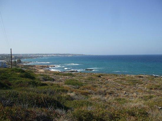 King Minos Palace Hotel : Shoreline just along the beach