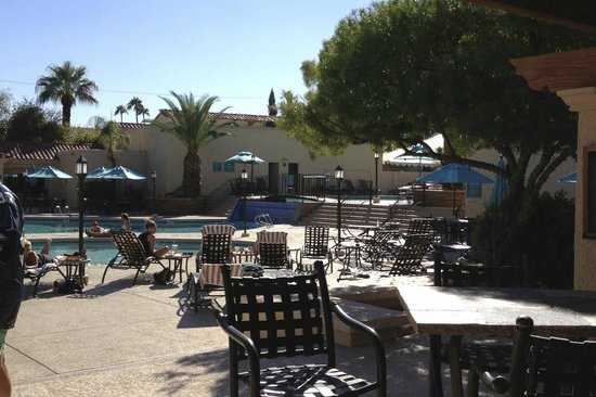 Scottsdale Plaza Resort: view of main pool from pool bar